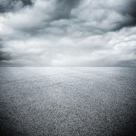 Foto de background of road with sky - Imagen libre de derechos