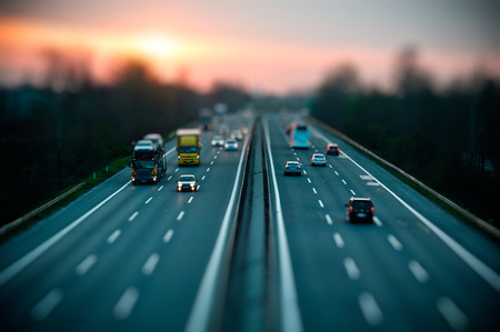Foto de Traffic on highway , tilt shift effected photo. - Imagen libre de derechos