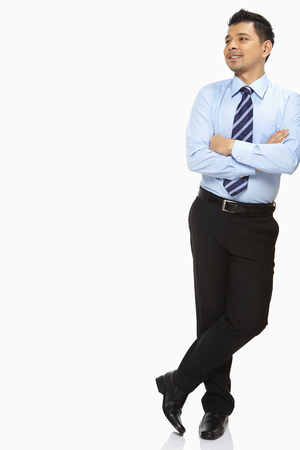 Photo pour Businessman leaning against a wall - image libre de droit