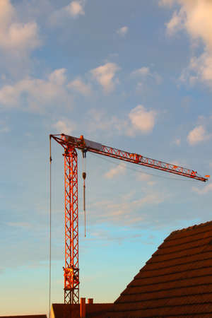 Photo pour a construction site with a cran in the morning with roofs - image libre de droit