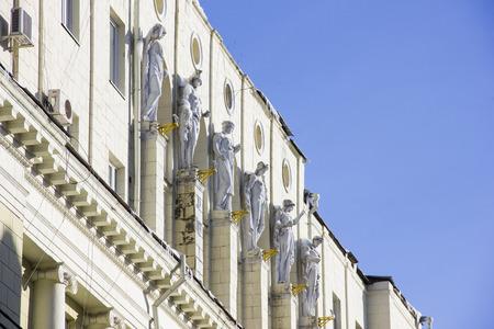 Foto de White fasade statues - Imagen libre de derechos