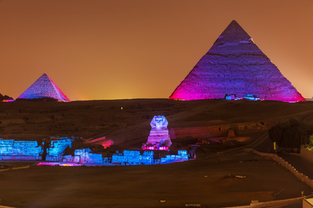 Photo pour The Pyramids and the Sphinx in the night lights, Giza, Egypt - image libre de droit