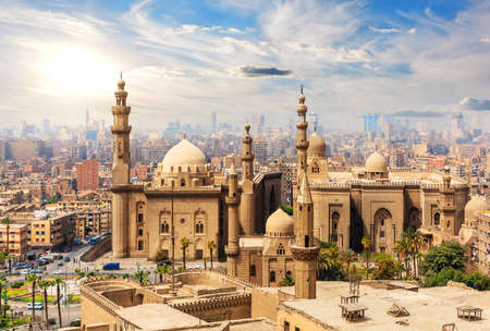 Photo pour Mosque-Madrassa of Sultan Hassan, view from the Citadel, Cairo, Egypt - image libre de droit