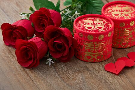 Photo pour Chinese traditional wedding red heart rose on wooder table background, top view with copy space - image libre de droit
