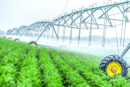 Photo pour Agriculture irrigation machine - image libre de droit