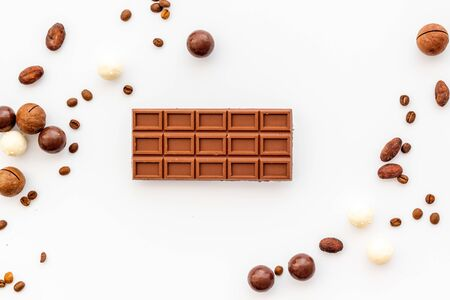Photo pour Candy background with chocolate on white table top view frame. Sweets desserts concept - image libre de droit