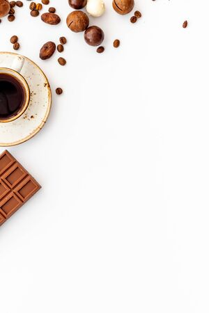 Photo pour Candy background with chocolate and coffee on white background top view. - image libre de droit