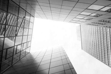 Photo pour Office Building bottom up into the sky - image libre de droit