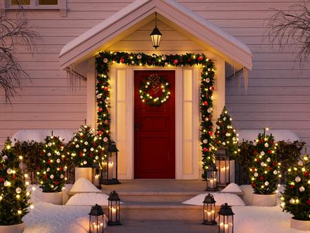 Foto de christmas decorated porch - Imagen libre de derechos