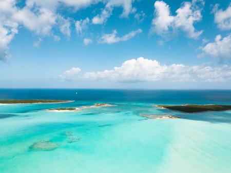 Photo pour aerial view of Exuma at the Bahamas. summer vacation - image libre de droit