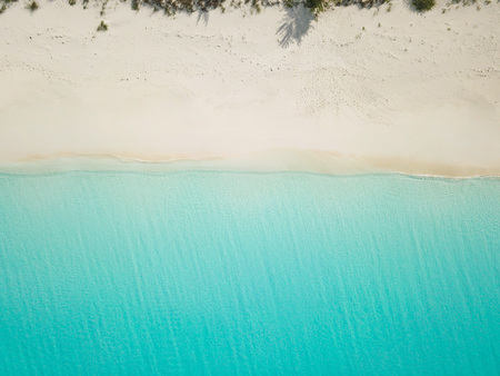 Photo pour Aerial view of sandy beach. exuma bahamas - image libre de droit