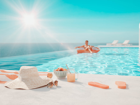 Photo pour 3D-Illustration. modern luxury infinity pool with summer accessoires - image libre de droit