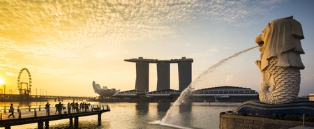 Singapore landmark Merlion with sunrise Panorama