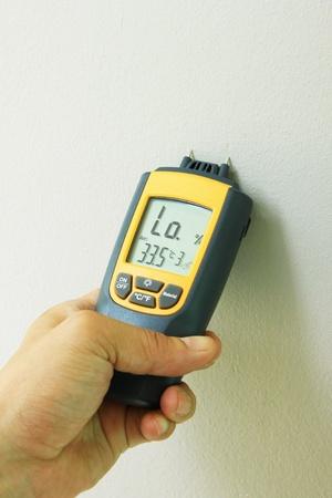 metering moisture in wall painting