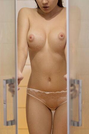 Foto de Young sensual naked woman in shower - Imagen libre de derechos