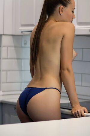 Foto de Crop woman with perfect buttocks - Imagen libre de derechos
