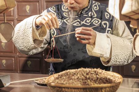 Photo pour Traditional Chinese medicine store - image libre de droit