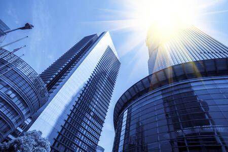 Photo pour Looking up at Shanghai cbd landmark buildings - image libre de droit