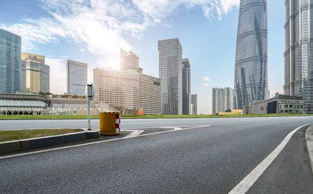 Photo pour Road and Shanghai city building skyline - image libre de droit