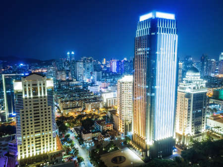 Photo pour Aerial photography of Xiamen city architecture night view - image libre de droit