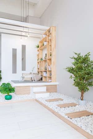 Foto de Luxury fashionable modern design studio apartment with a free layout in a minimal style. very bright huge spacious room with white walls and wooden elements. - Imagen libre de derechos