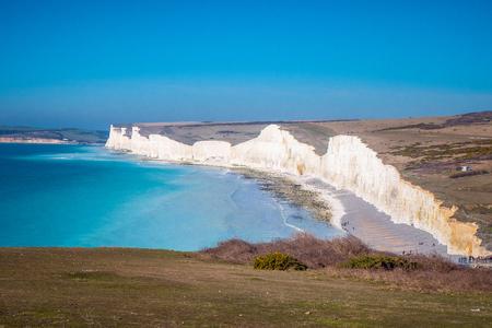 Photo pour Famous Seven Sisters White Cliffs at the coast of Sussex England - image libre de droit
