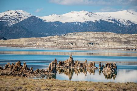 Photo pour Mono Lake in the Eastern Sierra Nevada - image libre de droit