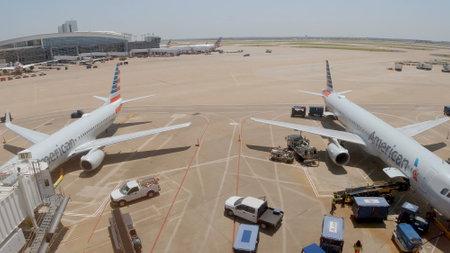 Foto für Dallas Fort Worth Airport airfield - DALLAS, UNITED STATES - JUNE 20, 2019 - Lizenzfreies Bild