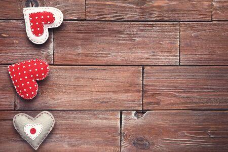 Photo pour Fabric hearts on brown wooden table - image libre de droit