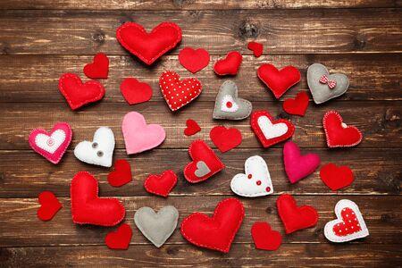 Foto de Colorful fabric hearts on brown wooden table - Imagen libre de derechos
