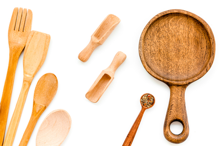 Foto de Wooden-ware set with pan, spoons and forks on white - Imagen libre de derechos