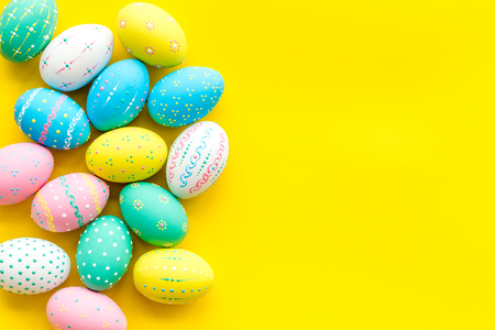Photo pour Easter composition. Decorated pastel Easter eggs on yellow background copy space border - image libre de droit