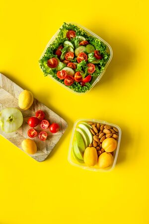 Photo pour Meal in lunch box to take away on yellow background top view - image libre de droit