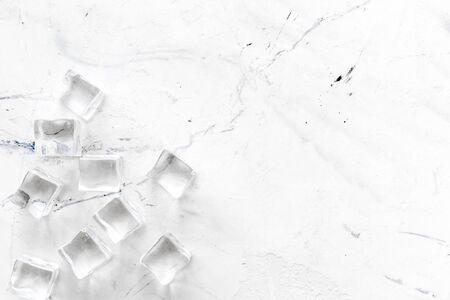 Photo pour Pile of ice cubes on marble bar desk background top view mockup - image libre de droit