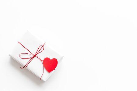 Photo pour Valentines Day gift. Present box near paper hearts on white background top-down copy space - image libre de droit