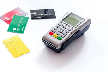 Photo pour Bank terminal for payments and plastic card on white background. - image libre de droit