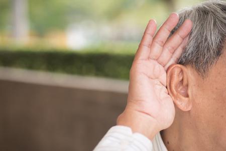 Photo pour senior old man listening - image libre de droit