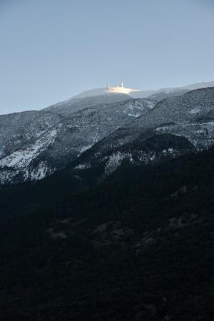 face nord du Ventoux et son sommet ?clair? par le soleil de fin de journ