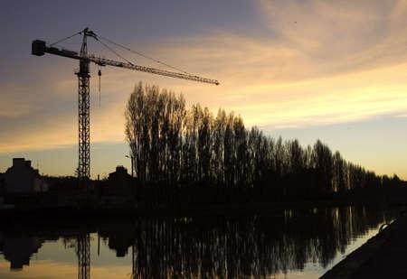 Chantier de nuit en bord de canal