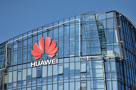 Photo pour Vilnius, March 27: Huawei logo on a building on March 27 2018 in Vilnius, Lithuania. Huawei is a Chinese multinational networking and telecommunications equipment and services company. - image libre de droit