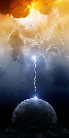 Photo pour Big lightning hit planet Earth in dark dramatic sky - image libre de droit