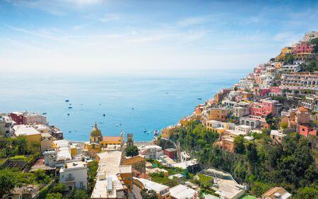 Photo pour Aerial view of Positano on hills leading down to coast and azure sea on Amalfi Coast in Campania, Italy. Positano is picturesque town with splendid coastal views on famous Amalfi Coast. - image libre de droit