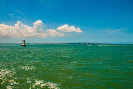 Photo pour SALVADOR, BAHIA, BRAZIL: Beautiful landscape with turquoise sea in Sunny weather. - image libre de droit