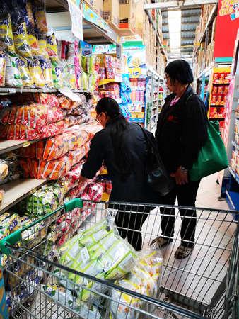Foto für CHIANG RAI, THAILAND - DECEMBER 21: unidentified women buying snacks in supermarket on December 15, 2018 in Chiang Rai, Thailand. - Lizenzfreies Bild