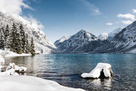 Foto de idyllic cold lake at snow mountain landscape in winter scenery - Imagen libre de derechos