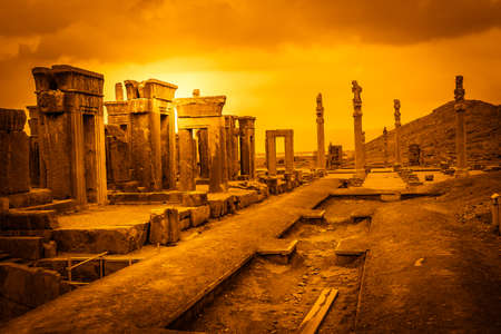 Photo pour Ruins of the ancient city Persepolis in Iran - image libre de droit