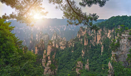 Photo pour Panoramic view of the stone pillars of Tianzi mountains in Zhangjiajie National park which is a famous tourist attraction, Wulingyuan, Hunan Province, China - image libre de droit