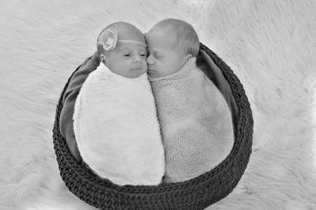 Photo pour IVF results: The twins embrace. newborn babies sleep together - image libre de droit
