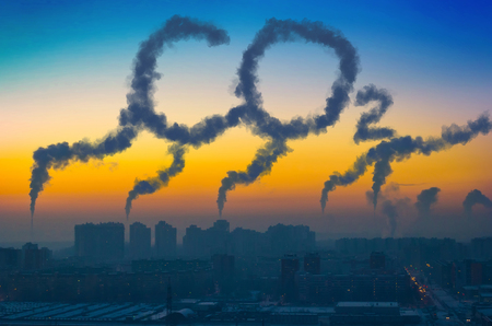 Photo pour Evening view of the industrial landscape of the city with smoke emissions from chimneys at sunset CO2 - image libre de droit