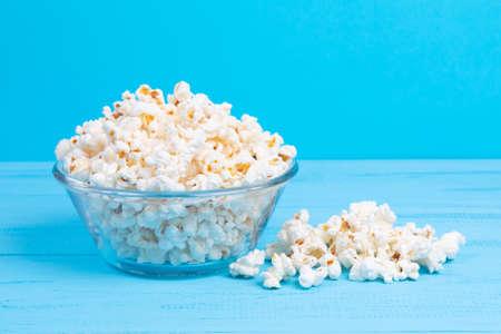 Foto für popcorn in a glass bowl on a blue table - Lizenzfreies Bild